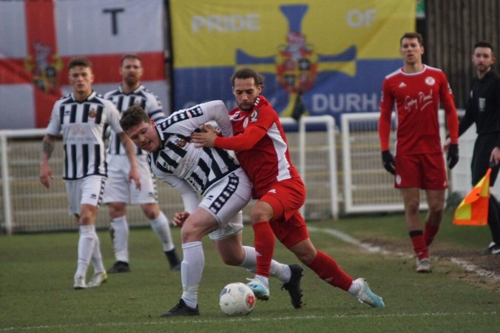 Shane Henry battles with Ellis Myles